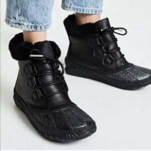 NEW • Sorel • Out N About Ankle Boots Black Glitte